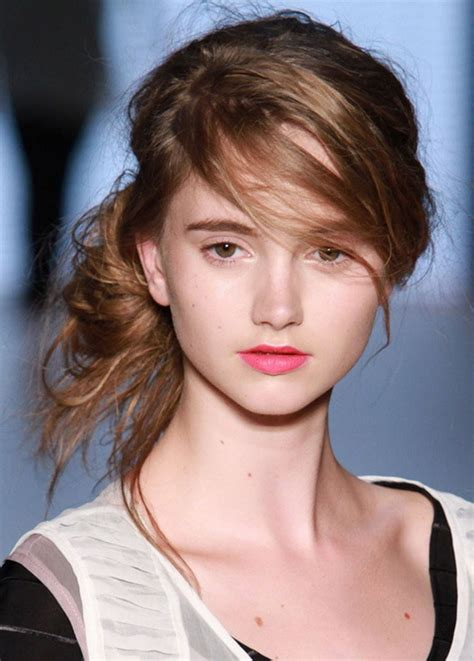 20 Trendiest Messy Bun Hairstyle For Women To Try - Elle