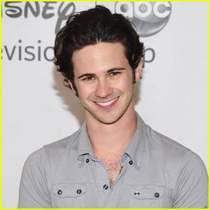 Connor Paolo Goes Gay for Gossip Girl   Connor Paolo